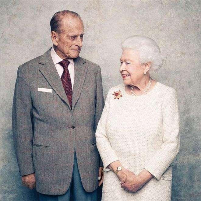 Принц Филипп не носит обручальное кольцо