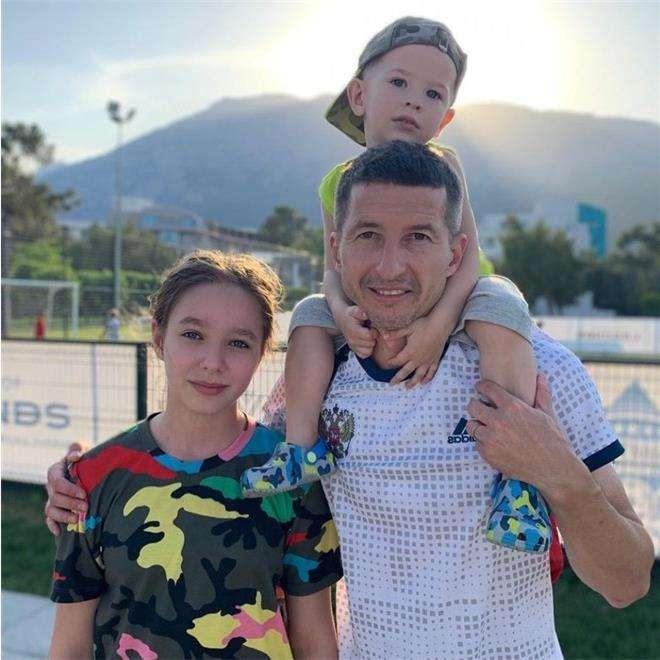 Евгений Алдонин с детьми