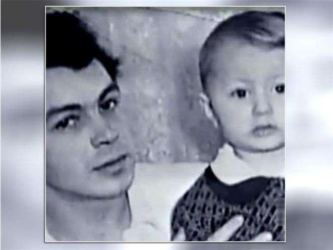 Игорь Николаев в детстве с отцом