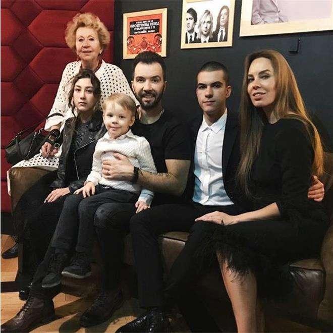 Денис Клявер со всеми детьми