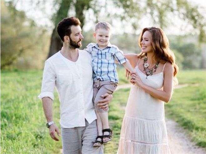 Денис Клявер с супругой и сыном