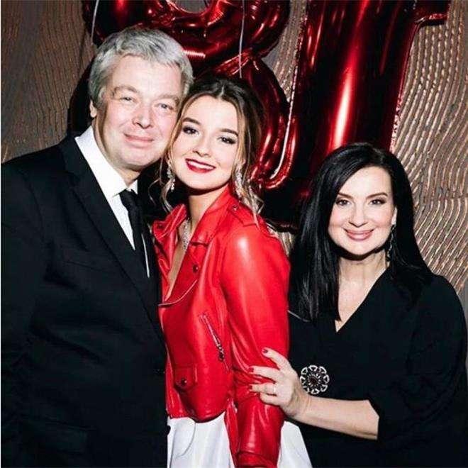 Екатерина Стриженова с мужем и дочкой Александрой