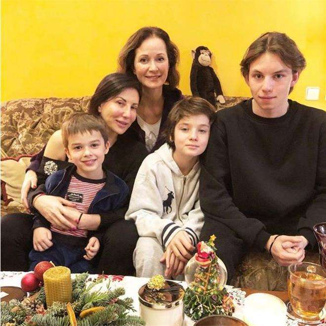 Алика Смехова и Ольга Кабо с сыновьями