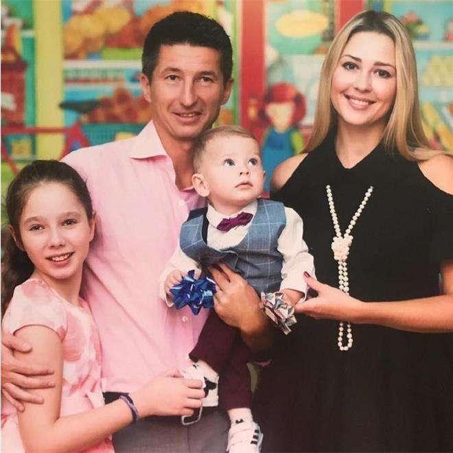 Евгений Алдонин с супругой Ольгой и детьми