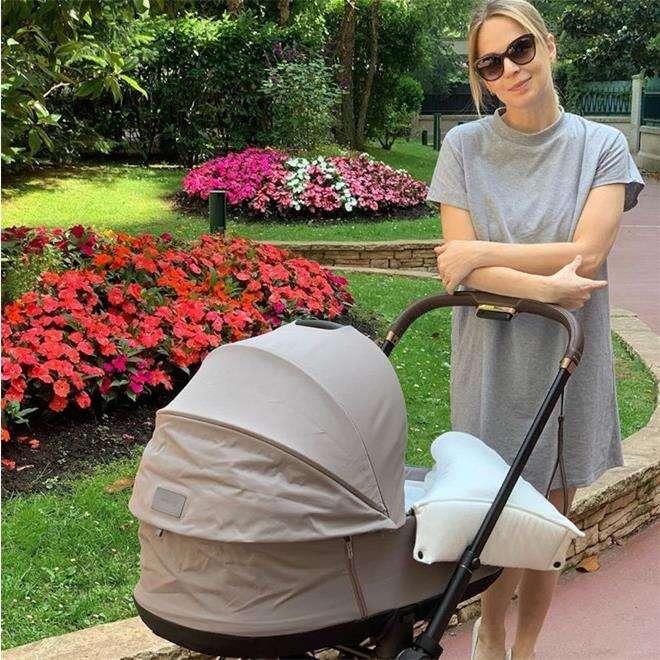 Медведева с ребенком