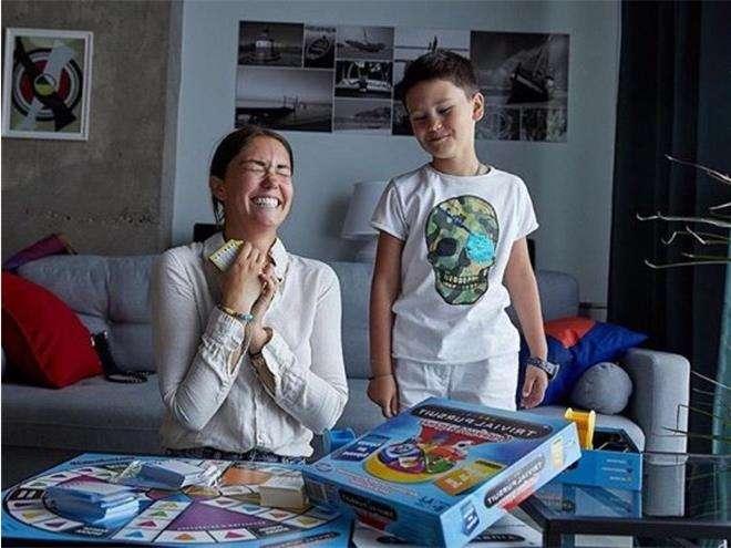 Агата Мученице с сыном предпочитают настольные игры