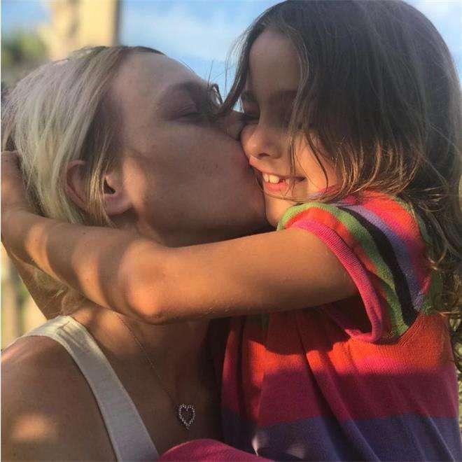 Саша Пивоварова с дочерью