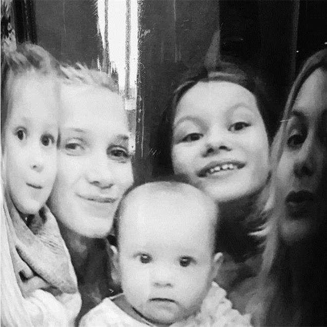 Мария Порошина с дочками