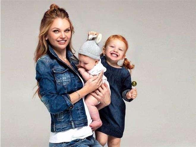 Елена Кулецкая с дочками