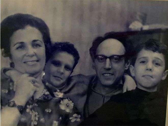 Игорь и Вадим Верники с родителями