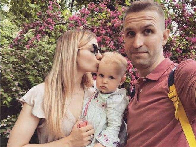 Виктор Добронравов с женой и дочкой