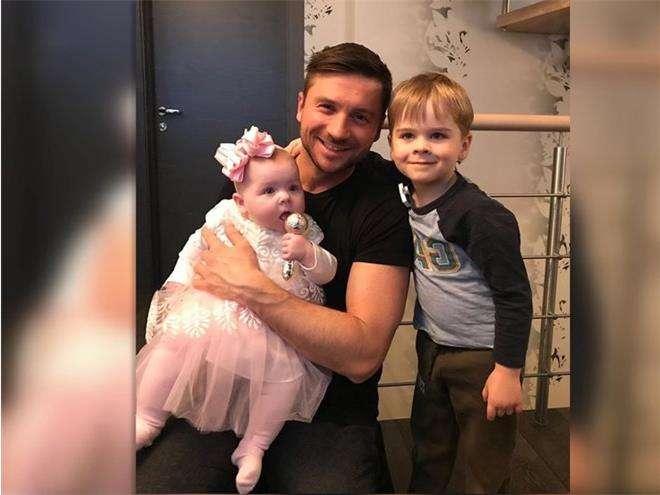 Сергей Лазарев с обоими детьми