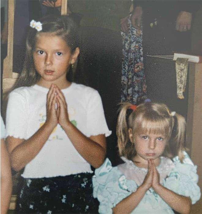 Нюша с сестрой