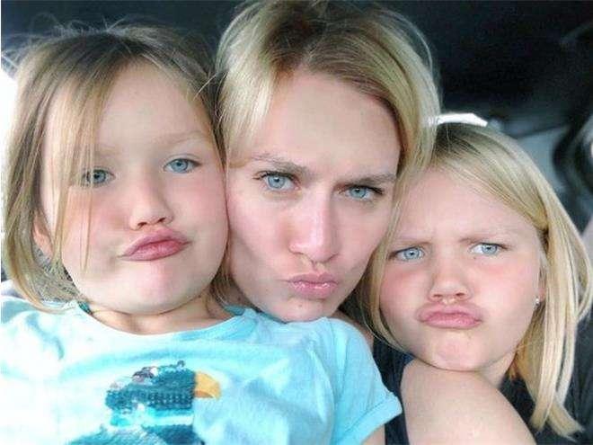 Мария Машкова с дочками