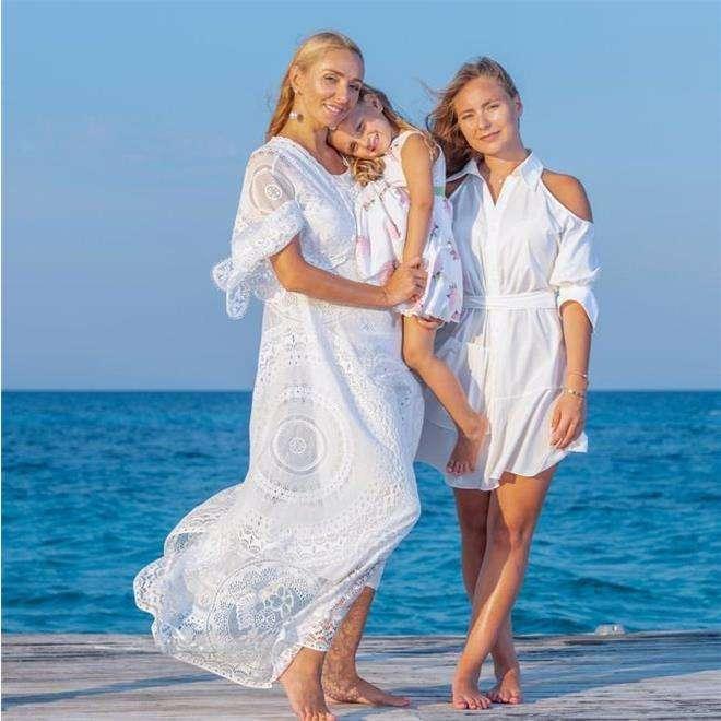 Татьяна Навка с дочками