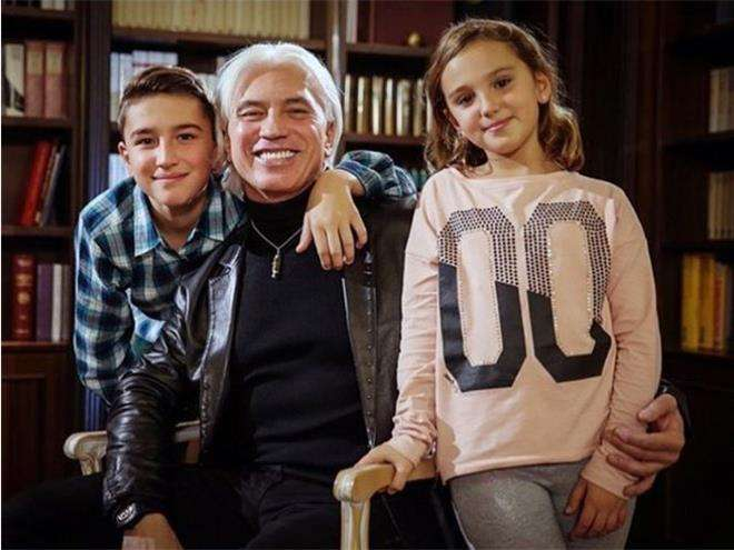 Дмитрий Хворостовский с дочкой и сыном