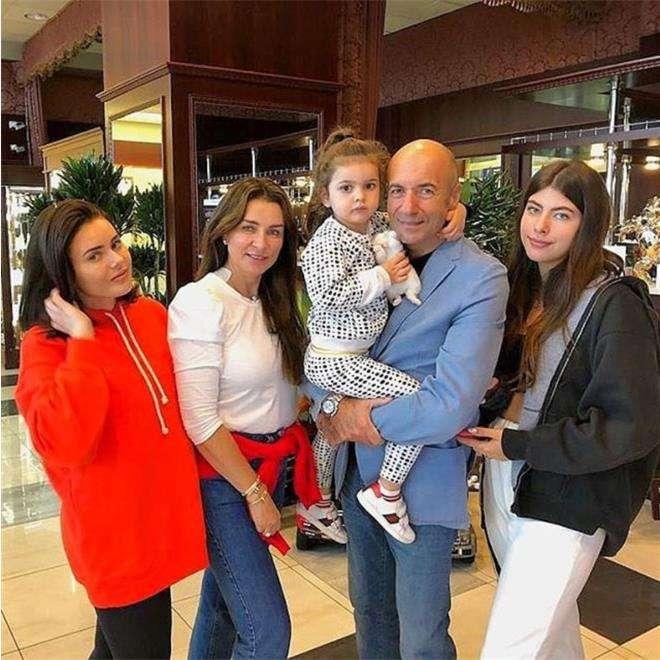 Игорь Крутой с женой, дочками и внучкой
