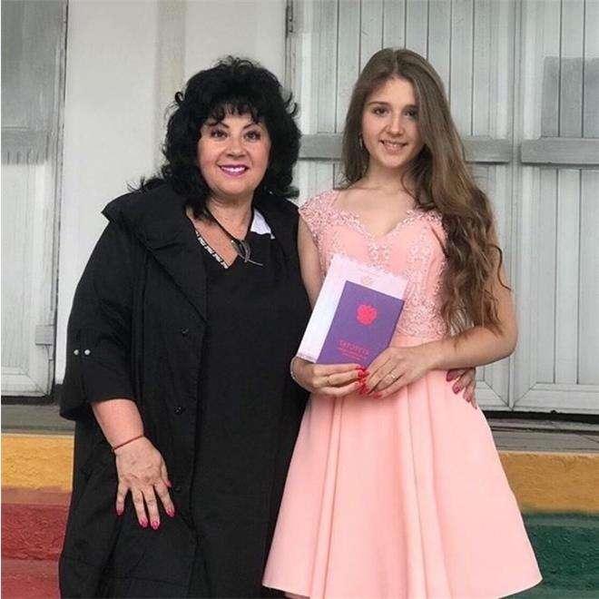 Мама Сергея Лазарева с внучкой Алиной