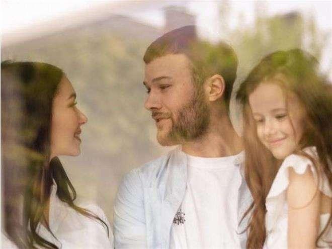 Макс Корж с женой и дочкой