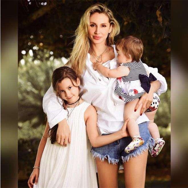 Светлана Лобода с обеими дочками