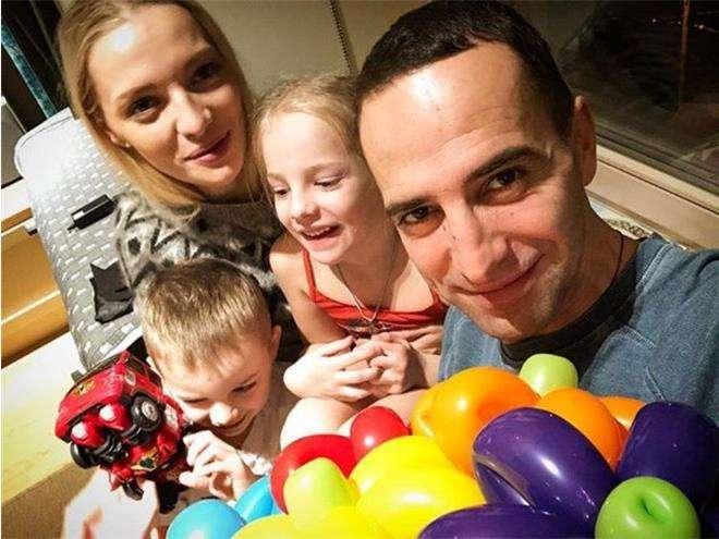 Илья Любимов и Екатерина Вилкова с детьми