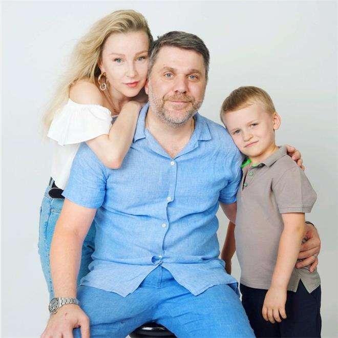 Актриса Ольга Медины с сыном Дмитрием и супругом Джемалом Тетруашвили