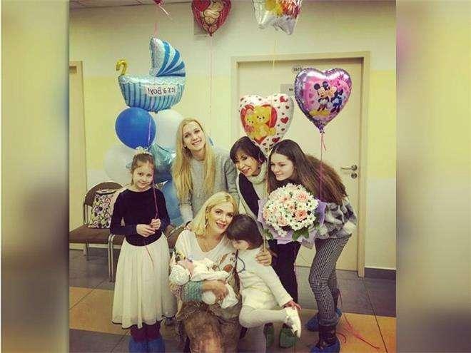 Мария Порошина со всеми детьми